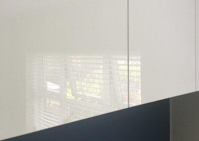 White gloss handleless cupboards
